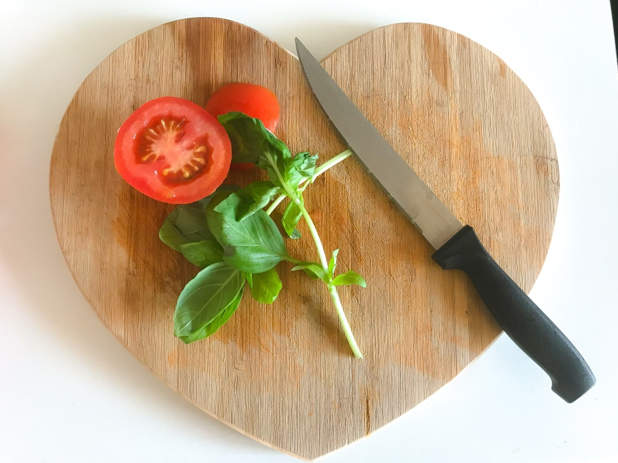 RECIPE: Mozzarella, Tomato and Basil Chicken |#ThisGirlEats