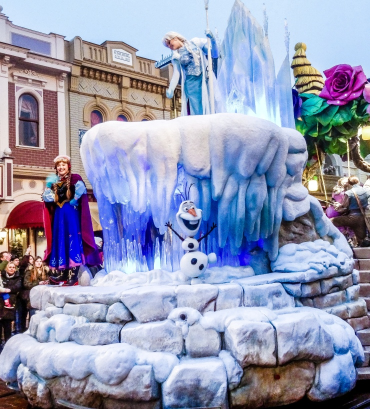 Elsa, Anna and Olaf on the Frozen float during the Disneyland Paris parade